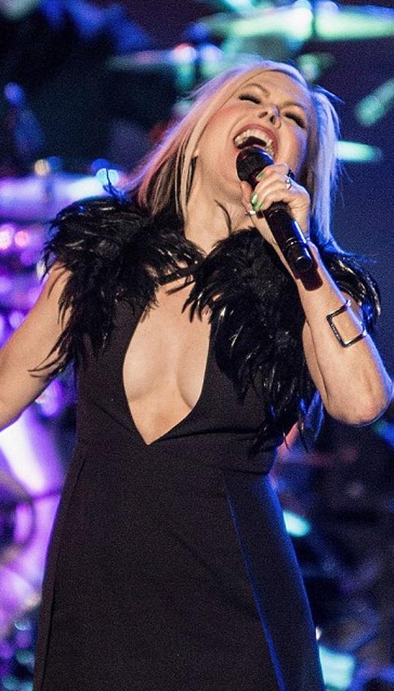 A koncert után az együttes Twitter-oldalát elárasztották az üzenetek, az egekig magasztalták az énekesnő hangját, ami nem kopott meg az évek során.