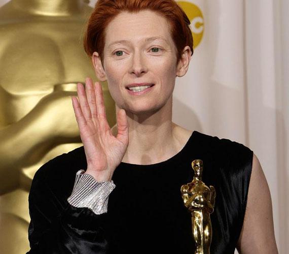Tilda Swinton 2007-ben kapta meg a legjobb női mellékszereplőnek járó Oscar-díjat a Michael Clayton című filmben nyújtott alakításáért.