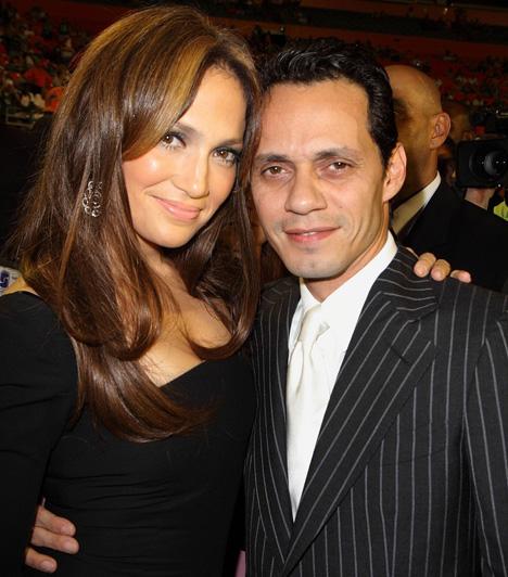 Jennifer Lopez és Marc AnthonyJennifer Lopez harmadszorra mondta ki a boldogító igent, amikor hozzáment Marc Anthonyhoz - nem sokkal azután, hogy Ben Affleckkel szakítottak. A titkos esküvőt 2004 júniusában tartották, bár azelőtt még szinte azt sem ismerték el, hogy járnak. Maguk a vendégek sem tudták, hova is mennek, hiszen egy délutáni partira kaptak meghívást. A páros hét év házasság után, 2011-ben költözött külön, a válást 2014-ben mondták ki.