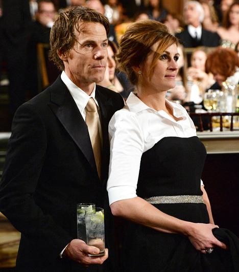 Julia Roberts és Danny ModerA színésznő és operatőr kedvese Új-Mexikóban, egy 20 perces kis ceremónián mondta ki a boldogító igent 2002-ben. Bár meghívtak néhány vendéget, hogy ünnepeljék velük június 4-ét, azt nem sejtették, hogy esküvő lesz a vége.