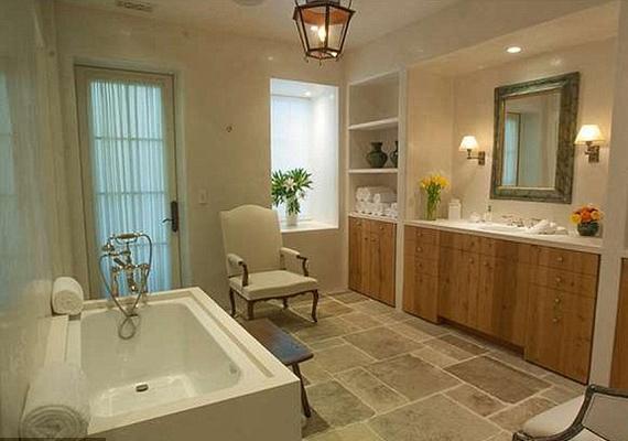 Minden szobához ilyen fürdőszoba tartozik. Természetesen csakis a legjobb jár a ház lakóinak és vendégeiknek.