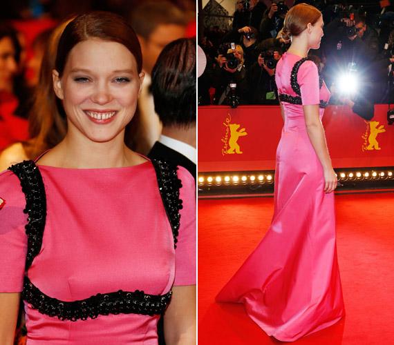 Léa Seydoux francia színésznő, akit az Adéle élete című filmben nyújtott alakításáért 2013-ban a cannes-i filmfesztiválon Arany Pálmával jutalmaztak, a Prada idei tavaszi kollekciójának egy pink darabjában volt látható.
