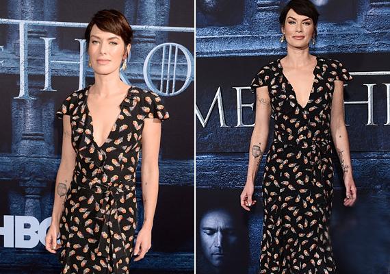 A gonosz régenskirálynőt, Cersei Lannistert alakító Lena Headey szokás szerint vagány ruhában érkezett a vörös szőnyegre, még a tetoválásait is megvillantotta.