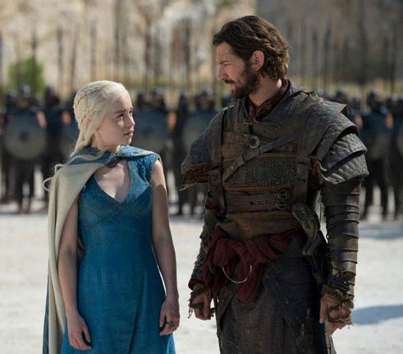 Daenerys Targaryen - Emilia Clarke - és az új Daario Naharis - Michiel Huisman.