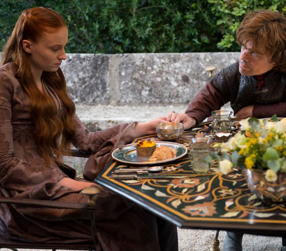 A nem éppen boldog házaspár: Stark - Sophie Turner - és Tyrion Lannister - Peter Dinklage.