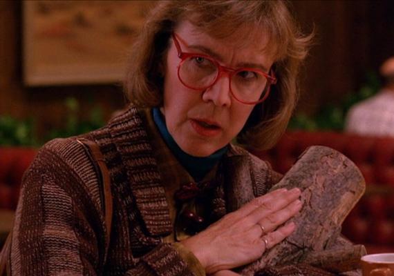 Már a sorozat előzetesében nagy érdeklődést váltott ki Catherine Coulson karaktere. A Tuskó Ladyt misztikussága miatt hamar megkedvelték a rajongók.
