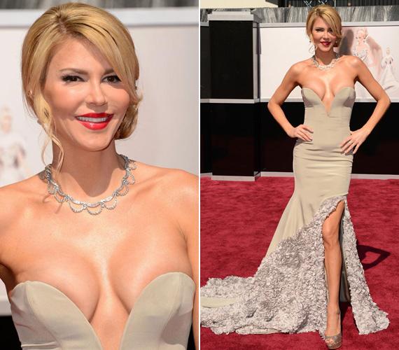 Brandi Glanville az Oscar-gálán jelent meg mélyen dekoltált ruhában, mely talán túl kihívóra sikeredett az eseményhez képest.