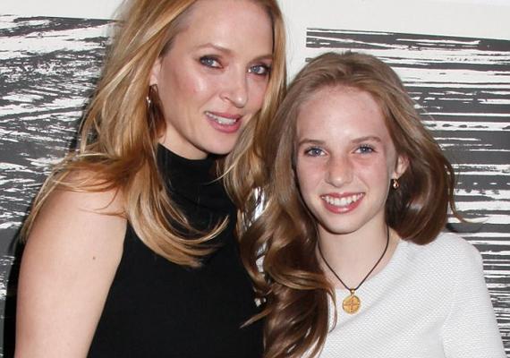 Uma elvitte lányát 2013-ban Calvin Klein emberi jogi eseményére, ahol a páros inkább két testvérnek tűnt. Maya szerencsés lány, örökölte édesanyja szépségét.