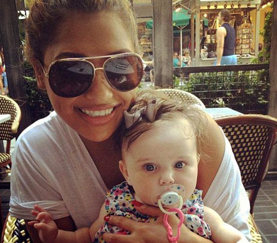 A kolléganője, Vanessa White ölében ülő kis Aoife Belle Foden 2012. március 13-án született. A büszke apukával, Ben Foden brit rögbijátékossal Una Healy június 30-án házasodott össze Írországban.