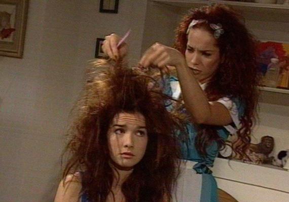 A sorozatban Milagros volt a legjobb barátnője, ebben a jelenetben is Natalia Oreiróval szerepel.