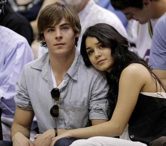 A fiatal színésznő 2010 decemberében szakított előző barátjával, Zac Efronnal, akivel a High School Musical forgatása alatt jött össze.
