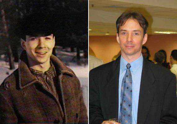 Michael Mahonen már a 26. évében járt, amikor a sorozat készítői kiválasztották Gus Pike, az árva tinédzser fiú szerepére, aki kóborlásai során jut el Avonlea-be.Nem mindennapi tehetségét mutatja, hogy a puritán, koravén kamasz, Gus Pike megformálásával egy időben egy másik filmsorozatban egy 33 éves züllött, önpusztító életet élő férfit játszott kiválóan. A rendezőként és forgatókönyvíróként is sikeres, többszörös díjnyertes színészt két éve a Vakság című filmben láthattuk Julianne Moore oldalán.
