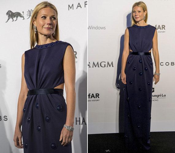 Gwyneth Paltrow színésznő választása egy kék Marc Jacobs ruhára esett, amely nem kívánt mást, mint egy csillogó karkötőt hozzáillő fülbevalókkal.