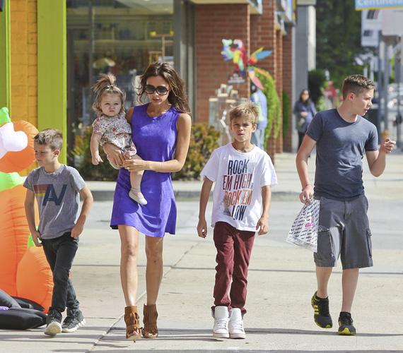 David és Victoria Beckhamnek négy gyermeke született már: Brooklyn 1999-ben, Romeo 2002-ben, Cruz pedig 2005-ben. A három fiúnak továbbá van egy kishúga - Harper Beckham 2011 júliusában jött világra.
