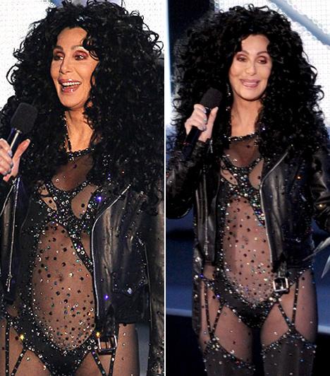 Cher  Cher 60 fölött még mindig kamaszos merészséggel jelenik meg a vörös szőnyegen, erről a 2010-es Video Music Awards nézői is megbizonyosodhattak. A magamutogató díva fekete, áttetsző dressze alig takart valamit a testéből, még a flitterekkkel díszített provokatív szerelés az énekesnő legvadabb korszakát idézte.