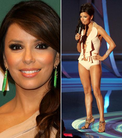 Eva LongoriaNem túlzás azt állítani, hogy az MTV Video Music Awards magamutogatásban és meztelenkedésben túlszúrnyal szinte minden gálát, a 2005-ös VMA-gálán például még a műsorvezető is ledobta a textilt. Mindenkit meglepett, amikor a sorozatsztár Eva Longoria egy szál fürdőruhában lépett a színpadra, igaz, a gálát a floridai Miamiban rendezték, úgyhogy falatnyi fellépőruhája tulajdonképpen passzolt a déli klímához.