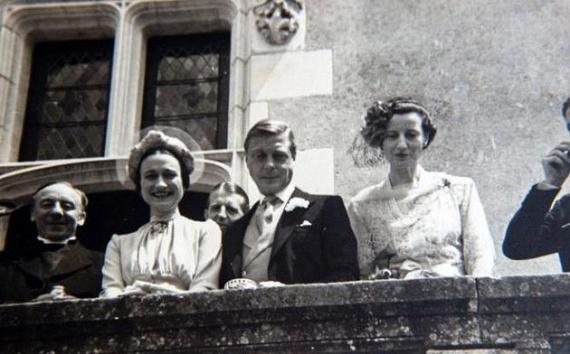 A szertartásra 1937. június 3-án, Franciaországban került sor. A királyi család tagjai nem vettek részt a ceremónián, holott Edward nagyon várta testvérét, Györgyöt.