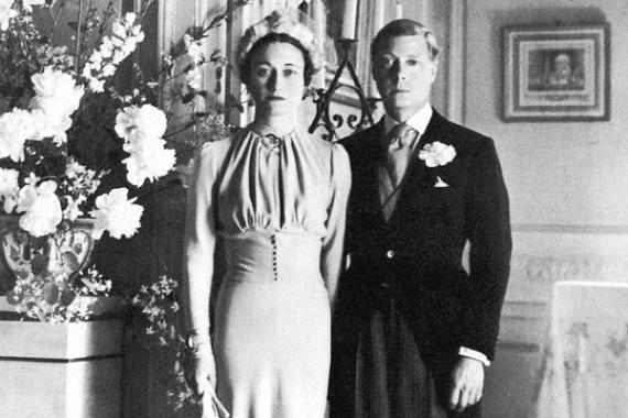 VIII. Edward mindent eldobott, hogy élete szerelmével lehessen, holott Wallis Simpson állítólag volt férjéhez jobban kötődött.