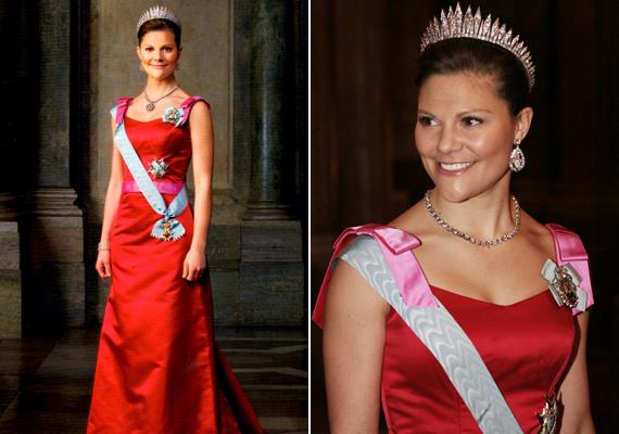 Hivatalos portréján is egy vörös ruhát visel, nőies, rózsaszín masnis pántokkal.