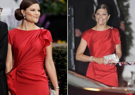 Katalin hercegné és Vilmos herceg esküvőjének próbavacsorájára is ebben a gyönyörű piros ruhában érkezett.