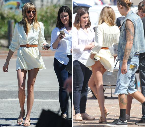 Jessica Hart ruhája amúgy is rövid volt, így nem is kellett nagy szélfújás, hogy fellebbentse.