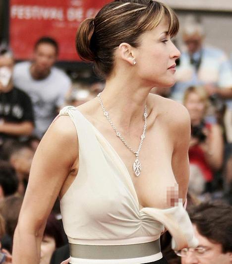 Sophie Marceau  A Házibuli-filmek csitrije mára már kétgyermekes anyukává érett, aki meglehetősen visszavonultan él. 2005-ben, a Cannes-i Fesztiválon ruhájának egyik pántja kioldódott, így mindenki láthatta a színésznő mellét.  Kapcsolódó cikk: Tényleg 44 éves? Sophie Marceau talpig selyemben érkezett a partira »