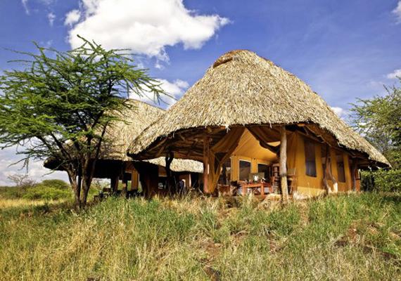 Ilyen kis kunyhókban lehet megszállni a kenyai nyaralóban. A látszat csalóka, a puritán külső ellenére gyönyörű belső térrel rendelkezik.