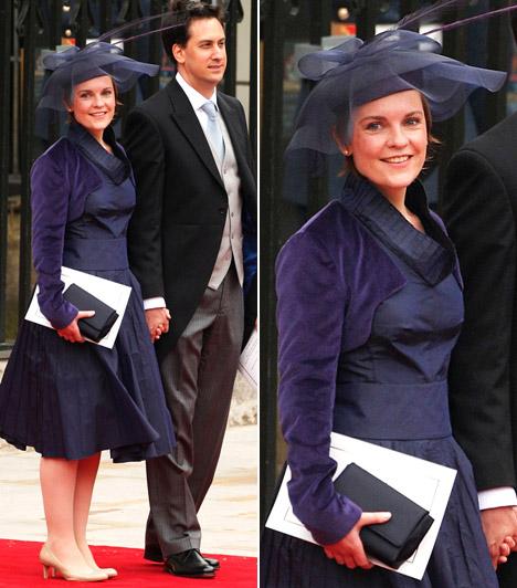 Justine Thornton  Az ügyvédnő szolid, sötétkék A-vonalú ruhát viselt, különleges, hálószerű anyagból készült kalappal. Megjelenését kétségkívül a visszafogott elegancia jellemezte.