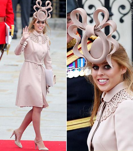 Beatrice hercegnő  Az egyik legfeltűnőbb kalapot a bájos hercegnő viselte, aki a ruhaválasztásnál a visszafogottabb vonalat követte, haját egyszerűen kibontva hordta.