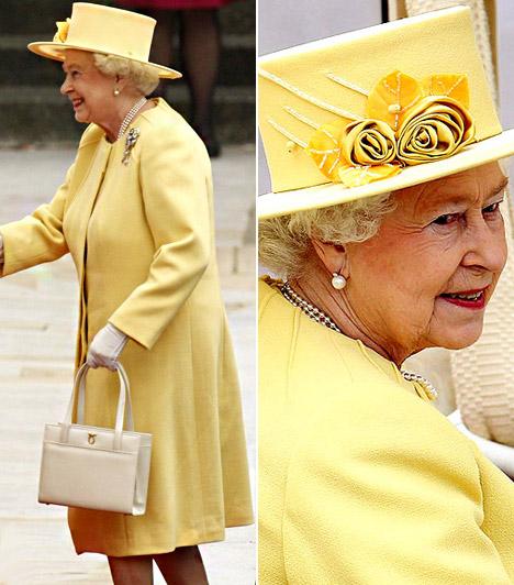 II. Erzsébet királynő  Ahogy az esküvővel kapcsolatban szinte mindenre, a királynő kalapjára is lehetett fogadásokat kötni. Sokan tippeltek a sárgára, mely köztudottan az angol királyi ház egyik jelképe.  Kapcsolódó képgaléria: A hercegi esküvő legtündéribb vendégei »