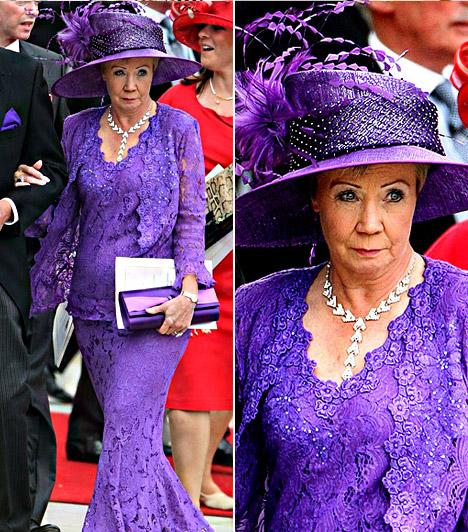 Lorna Brooking                         A focista Trevor Brooking volt felesége földig érő lila ruhát viselt, melyhez hatalmas, tollakkal díszített kalapot és ezüst kiegészítőket választott.