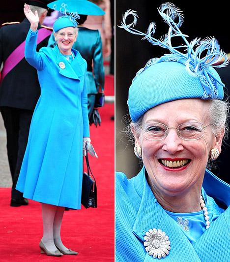 II. Margit királynő                         Dánia uralkodónője korához képest igencsak fiatalos, szinte rikító türkiz összeállítást választott - fejéről nem hiányozhatott a spirálban végződő feltűnő kalap.