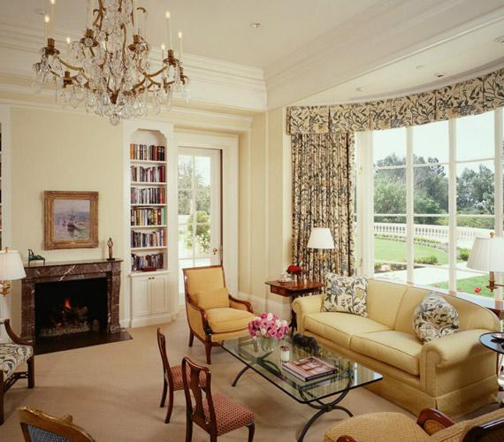 A Los Angeles-iHolmby Hillsen található ház belseje letisztult és elegáns ízléssel lett berendezve.