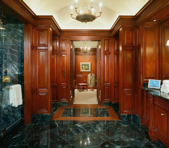17 fürdőszobát építettek a házba.