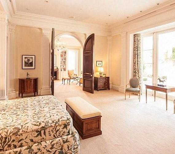 Nyolc hálószoba található a házban.