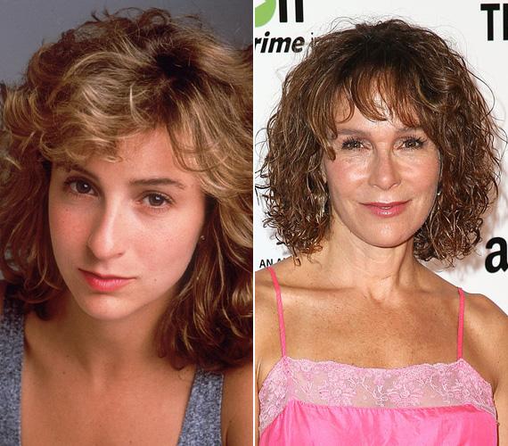 Jennifer Grey születésnapja március 26-án volt, 55 éves lett a Dirty Dancing főszereplője. Bár a színésznő imitt-amott most is felbukkan, úgy véli, túlságosan szabályosra sikerült orrműtétje miatt tucat-arca lett, és ezért nem arat sikert a meghallgatásokon. A sztár 2001-ben ment férjhez, egy 14 éves lánya van.