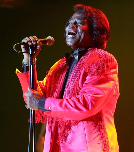 James Brown (1933-2006)  A 20. századi könnyűzene egyik legnagyobb hatású előadóművésze nemcsak énekhangjával, hanem táncművészetével is kitörölhetetlenül beírta nevét a zene történetébe. Az I Feel Good című dal szerzője méltán érdemelte ki a Soul Keresztapja megtisztelő nevet.