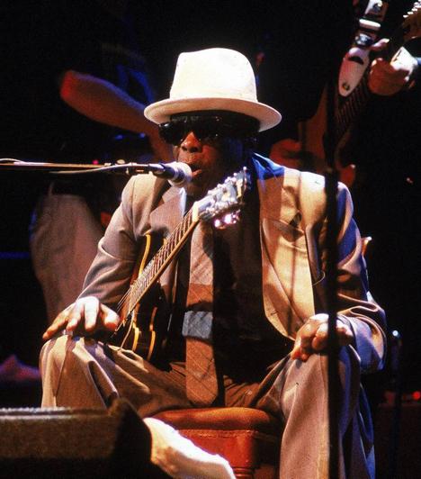 John Lee Hooker (1917-2001)  A legendás blues előadóművész fejlesztette ki a talking blues éneklési technikát, és két számát is beválasztották a Rock & Roll Hall of Fame 500 legjobb dala közé.  Kapcsolódó képgaléria: Az elmúlt évtizedek legnagyobb színészhalottjai »