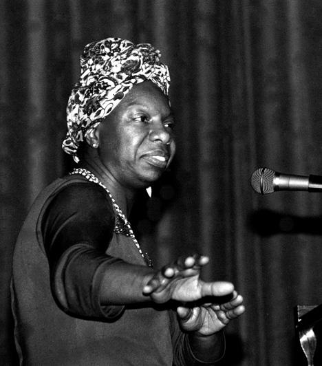 Nina Simone (1933-2003)Minden idők egyik legszenvedélyesebb énekesnőjéhez olyan emlékezetes dalok fűződnek, mint a My Baby Just Cares For Me vagy az I Put A Spell On You. Halála után 2004-ben derült csak ki, hogy a hatvanas években bipoláris rendellenességet diagnosztizáltak nála.