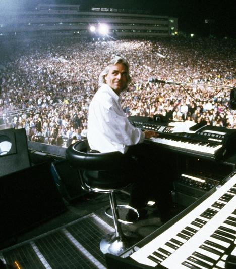 Richard Wright (1943-2008)A Pink Floyd együttes billentyűse zongorájával a rock történetének olyan örökzöld slágereihez járult hozzá, mint az Atom Heart Mother vagy az Echoes. Halálakor egy szólóalbumon dolgozott, azt pedig a mai napig nem árulták el, hogy milyen típusú rák végzett vele.