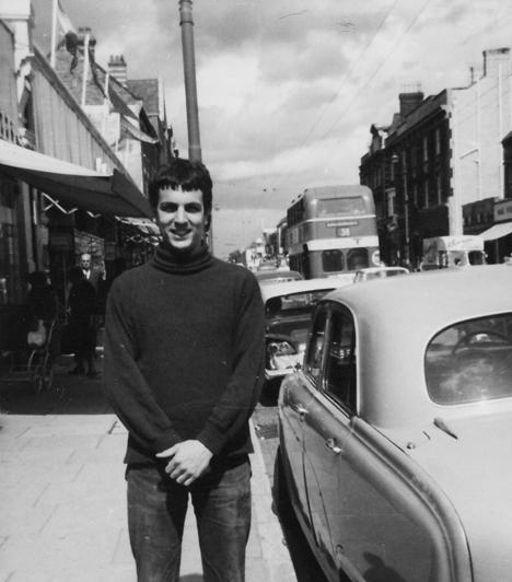 Syd Barrett (1946-2006)A brit zenész a Pink Floyd alapítótagjaként óriási hatást gyakorolt a világhírű pszichedelikus együttes hangzásvilágára, de három évvel később kilépett a bandából. Mentális zavarokkal és drogfüggőséggel küszködött hosszú éveken keresztül.